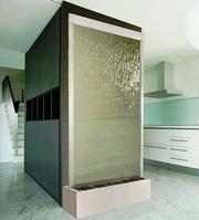 Искусственный водопад по стеклу