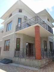 Продам трехэтажный дом возле моря на улице Долгая