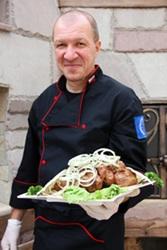 Шеф-кухар шукає роботу в ресторані