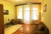 Своя комната с кухней и балконом,  с видом на Французский бульвар! Мебе