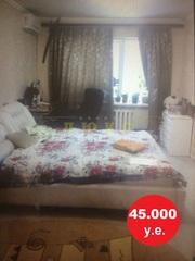 Продам трехкомнатную квартиру Ак. Королева / рынок Южный