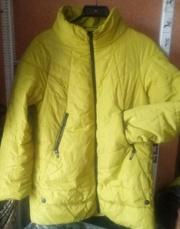 Продам женскую куртку с капюшоном  р.52-54